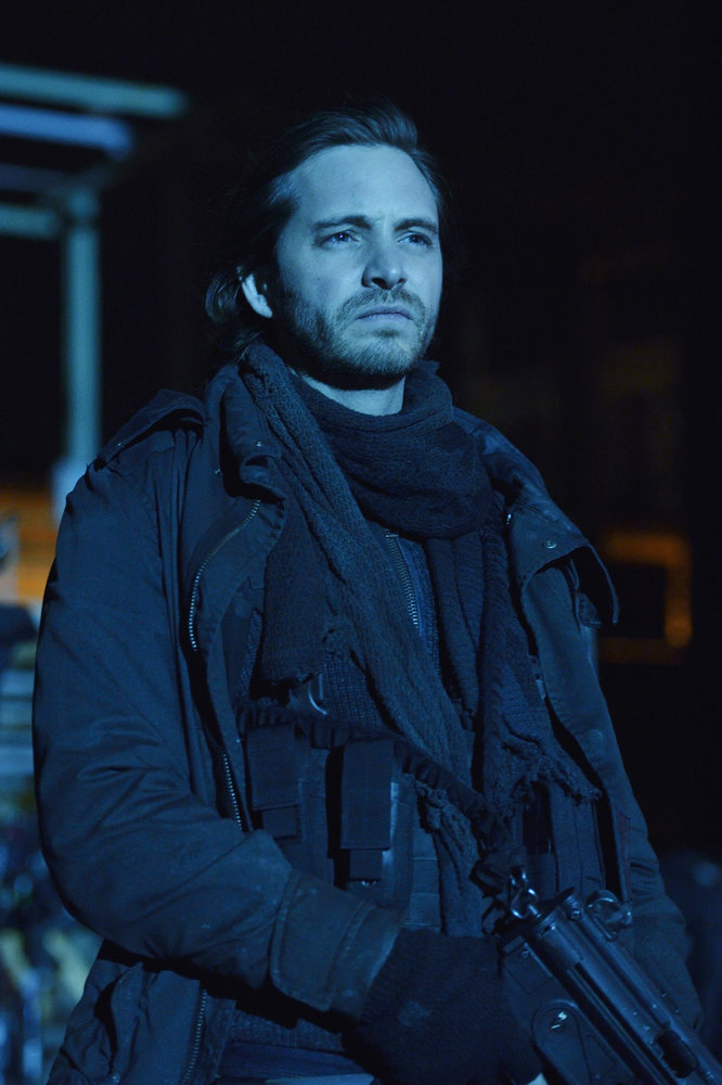 "12 MONKEYS -- ""Memory of Tomorrow"" Episode 213 -- Pictured: Aaron Stanford as James Cole -- (Photo by: Ben Mark Holzberg/Syfy)"