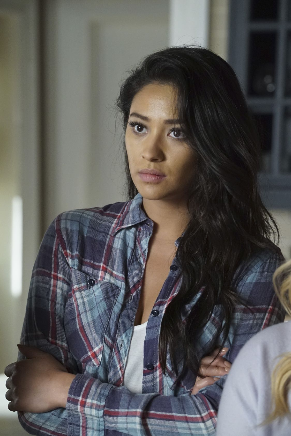 """PRETTY LITTLE LIARS - """"The Darkest Knight"""" - The PLLs confront old foes head-on and mayhem ensues in """"The Darkest Knight,"""" the summer finale of the hit original series """"Pretty Little Liars,"""" airing TUESDAY, AUGUST 30 (8:00-9:00 p.m. EDT). Fans can catch up on all of the drama with an all-day marathon of season seven starting at 11:00 a.m. EDT and running up to the one-hour summer finale at 8:00 p.m. EDT. (Freeform/Ron Tom) SHAY MITCHELL"""