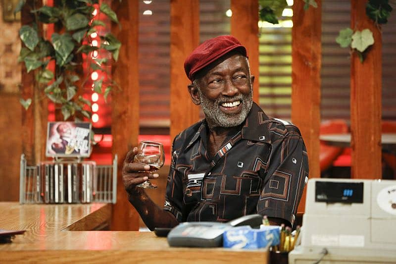 """""""And The Two Openings: Part One"""" -- Pictured: Earl (Garrett Morris). As Max and Caroline, now part owners of the diner, put the finishing touches on their newly converted Dessert Bar, Max deals with the aftermath of her recent breakup with Randy, and Sophie and Oleg prepare for the birth of their baby, on the sixth season premiere of 2 BROKE GIRLS, Monday, Oct. 10 (9:00-9:30 PM, ET/PT) on the CBS Television Network. Photo: Cliff Lipson/CBS ©2016 CBS Broadcasting, Inc. All Rights Reserved. All rights reserved."""