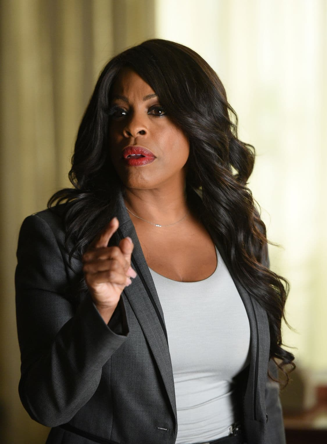 """SCREAM QUEENS: Niecy Nash in the all-new """"Handidates"""" episode of SCREAM QUEENS airing Tuesday, Oct. 11 (9:01-10:00 PM ET/PT) on FOX. Cr: Michael Becker / FOX. © 2016 FOX Broadcasting Co."""