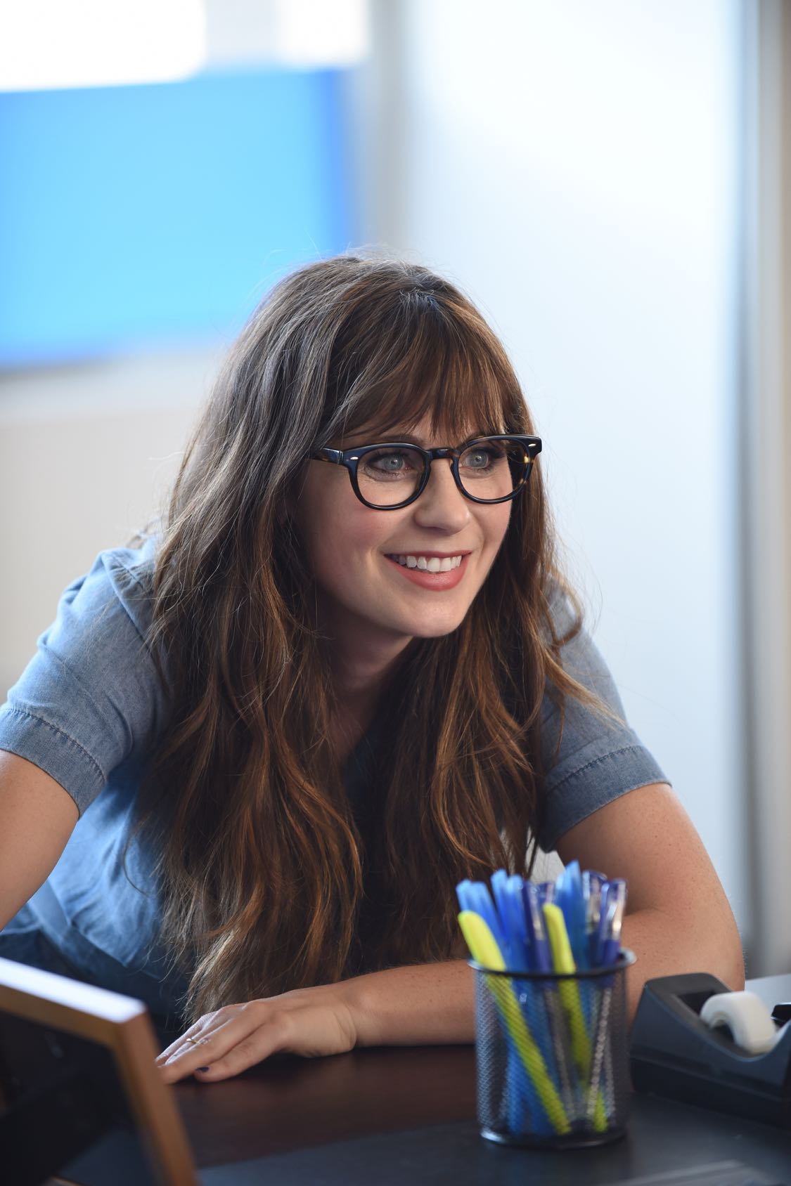 "NEW GIRL:   Zooey Deschanel in the ""House Hunt"" season premiere episode of NEW GIRL airing Tuesday, Sept. 20 (8:30-9:00 PM ET/PT) on FOX.  ©2016 Fox Broadcasting Co.  Cr:  Ray Mickshaw/FOX"