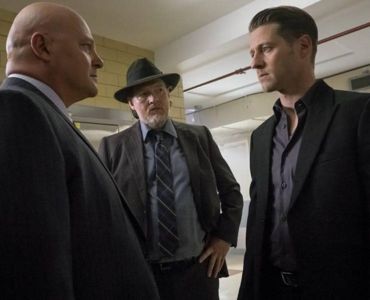 """Michael Chiklis, Donal Logue and Ben McKenzie in the """"Mad City: Red Queen"""" episode of GOTHAM"""