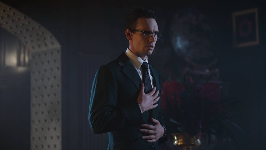 "GOTHAM: Cory Michael Smith in the ""Mad City: Red Queen"" episode of GOTHAM airing Monday, Oct. 31 (8:00-9:01 PM ET/PT) on FOX. ©2016 Fox Broadcasting Co. Cr: Nicole Rivelli/FOX."
