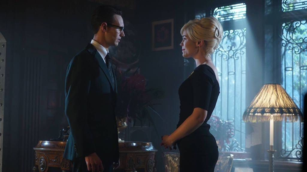 "GOTHAM: L-R: Cory Michael Smith and Chelsea Spack in the ""Mad City: Red Queen"" episode of GOTHAM airing Monday, Oct. 31 (8:00-9:01 PM ET/PT) on FOX. ©2016 Fox Broadcasting Co. Cr: Nicole Rivelli/FOX."