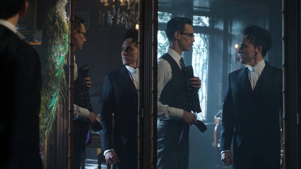 "GOTHAM: L-R: Cory Michael Smith and Robin Lord Taylor in the ""Mad City: Red Queen"" episode of GOTHAM airing Monday, Oct. 31 (8:00-9:01 PM ET/PT) on FOX. ©2016 Fox Broadcasting Co. Cr: Nicole Rivelli/FOX."