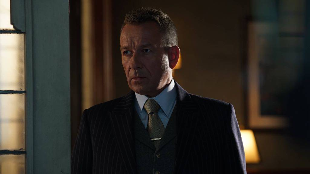 "GOTHAM: Sean Pertwee in the ""Mad City: Red Queen"" episode of GOTHAM airing Monday, Oct. 31 (8:00-9:01 PM ET/PT) on FOX. ©2016 Fox Broadcasting Co. Cr: Nicole Rivelli/FOX."