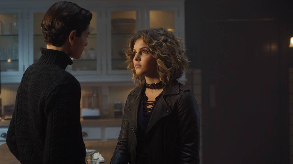 "GOTHAM: L-R: David Mazouz and Camren Bicondova in the ""Mad City: Red Queen"" episode of GOTHAM airing Monday, Oct. 31 (8:00-9:01 PM ET/PT) on FOX. ©2016 Fox Broadcasting Co. Cr: Nicole Rivelli/FOX."