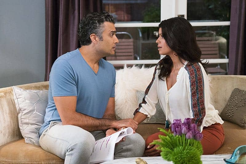"Jane The Virgin -- ""Chapter Forty-Six"" -- Image Number: JAV302b_584.jpg -- Pictured (L-R): Jaime Camil as Rogelio and Andrea Navedo as Xo -- Photo: Michael Desmond/The CW -- © 2016 The CW Network, LLC. All rights reserved"