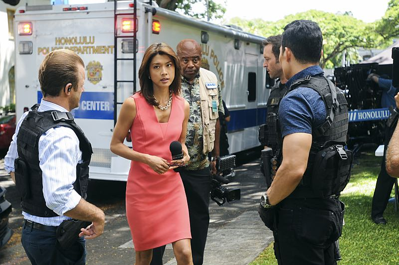 """Ke Kū 'Ana"" -- When a cache of guns is stolen from a gun range, Five-0 discovers the culprit is intent on making a dramatic and potentially deadly statement on gun violence. Also, Kono and Adam are finally reunited when he is released from prison, on HAWAII FIVE-0, Friday, Oct. 21 (9:00-10:00 PM, ET/PT), on the CBS Television Network. (""Ke Kū 'Ana"" is Hawaiian for ""The Stand"") Pictured left to right: Scott Caan as Danny ""Danno"" Williams, Grace Park as Kono Kalakaua, Chi McBride as Lou Grover, Alex O'Loughlin as Steve McGarrett and Daniel Dae Kim as Chin Ho Kelly. Photo: Norman Shapiro/CBS ©2016 CBS Broadcasting, Inc. All Rights Reserved"