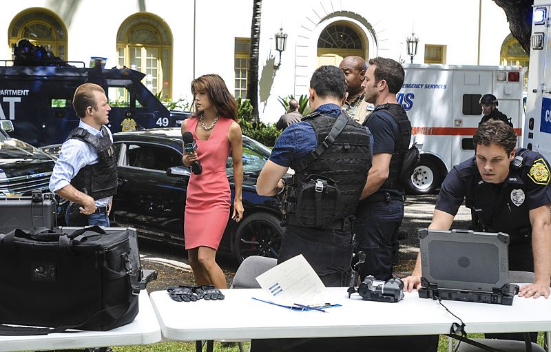 """Ke Kū 'Ana"" -- When a cache of guns is stolen from a gun range, Five-0 discovers the culprit is intent on making a dramatic and potentially deadly statement on gun violence. Also, Kono and Adam are finally reunited when he is released from prison, on HAWAII FIVE-0, Friday, Oct. 21 (9:00-10:00 PM, ET/PT), on the CBS Television Network. (""Ke Kū 'Ana"" is Hawaiian for ""The Stand"") Pictured left to right: Scott Caan as Danny ""Danno"" Williams, Grace Park as Kono Kalakaua, Daniel Dae Kim as Chin Ho Kelly, Alex O'Loughlin as Steve McGarrett, Chi McBride as Lou Grover. Photo: Norman Shapiro/CBS ©2016 CBS Broadcasting, Inc. All Rights Reserved"