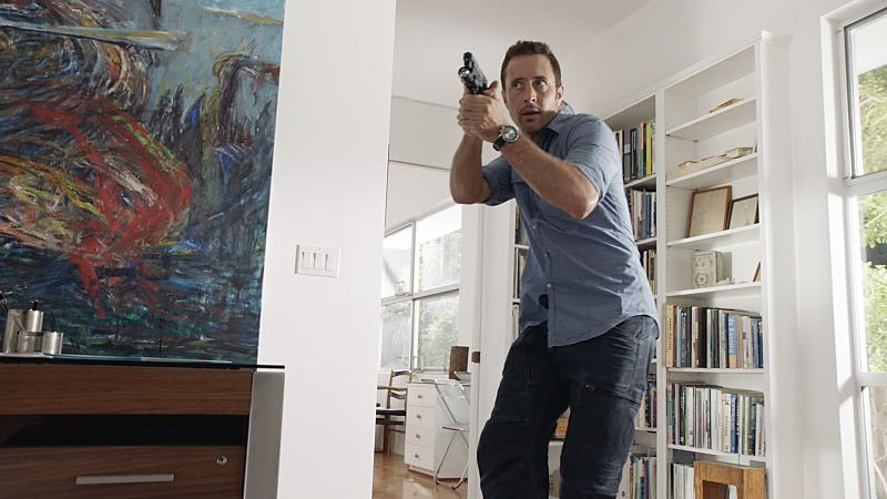 """Hū a'e ke ahi lanakila a Kamaile"" -- Five-0 must find McGarrett and Alicia when they are kidnapped by the serial killer they've been hunting, on HAWAII FIVE-0, Friday, Oct. 14 (9:00-10:00 PM, ET/PT), on the CBS Television Network. Former professional football player Otis Wilson guest stars as himself. Pictured: Alex O'Loughlin as Steve McGarrett. Photo: CBS ©2016 CBS Broadcasting, Inc. All Rights Reserved (""Hū a'e ke ahi lanakila a Kamaile"" is Hawaiian for ""The Fire of Kamile Rises in Triumph"")"