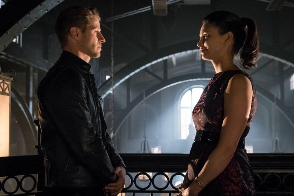 "GOTHAM: L-R: Benjamin McKenzie and Morena Baccarin in the""Mad City: Anything For You"" episode of GOTHAM airing Monday, Oct. 17 (8:00-9:01 PM ET/PT) on FOX. ©2016 Fox Broadcasting Co. Cr: Jeff Neumann/FOX."