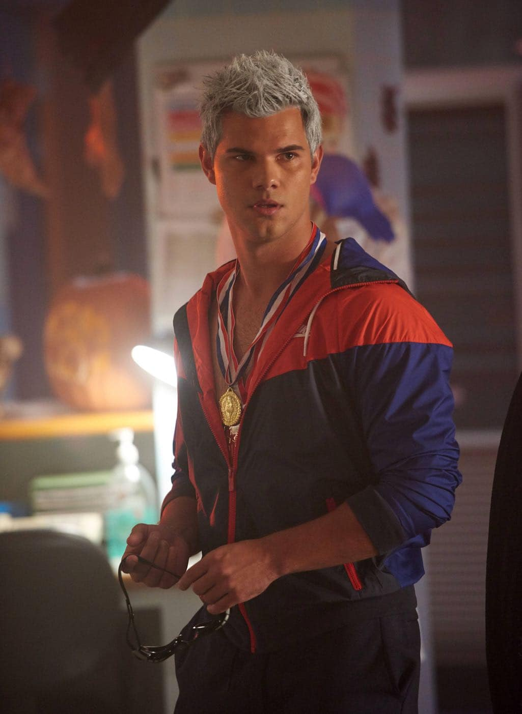 """SCREAM QUEENS: Taylor Lautner in the all-new """"Halloween Blues"""" episode of SCREAM QUEENS airing Tuesday, Oct. 18 (9:01-10:00 PM ET/PT) on FOX. Cr: Michael Becker / FOX. © 2016 FOX Broadcasting Co."""