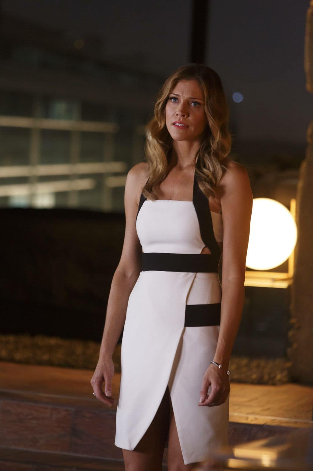 """LUCIFER: Tricia Helfer in the """"Sin-Eater"""" episode of LUCIFER airing Monday, Oct. 10 (9:01-10:00 PM ET/PT) on FOX. ©2016 Fox Broadcasting Co. Cr: Michael Courtney/FOX."""