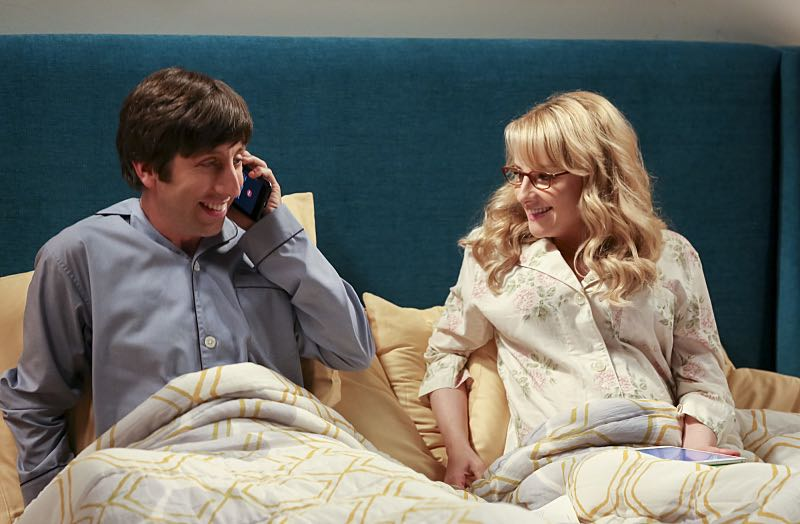 """""""The Cohabitation Experimentation"""" -- Pictured: Howard Wolowitz (Simon Helberg) and Bernadette (Melissa Rauch). When Amy's apartment floods, she proposes a """"cohabitation experiment"""" with Sheldon. Also, Howard and Bernadette are upset when Koothrappali learns the gender of the baby before them, on THE BIG BANG THEORY, Monday, Oct. 10 (8:00-8:31 PM, ET/PT), on the CBS Television Network. Photo: Michael Yarish/Warner Bros. Entertainment Inc. © 2016 WBEI. All rights reserved."""