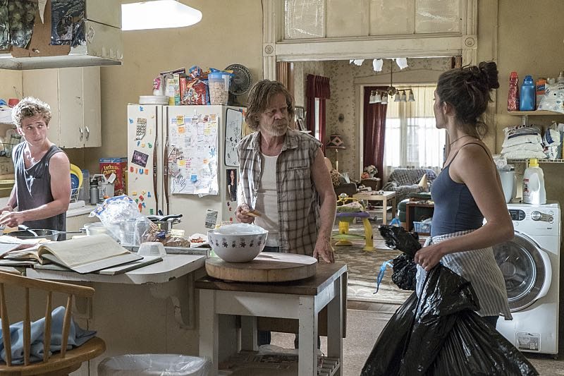 Jeremy Allen White as Lip Gallagher, William H. Macy as Frank Gallagher and Emmy Rossum as Fiona Gallagher in Shameless (Season 7, episode 2) - Photo: Cliff Lipson/SHOWTIME - Photo ID: shameless_702_1049