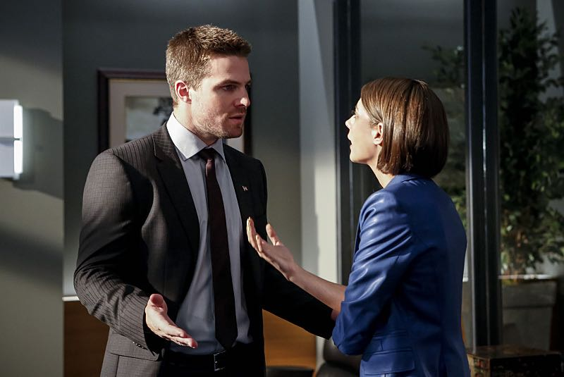 """Arrow -- """"The Recruits"""" -- Image AR502b_0041b.jpg -- Pictured (L-R): Stephen Amell as Oliver Queen and Willa Holland as Thea Queen -- Photo: Bettina Strauss/The CW -- © 2016 The CW Network, LLC. All Rights Reserved."""