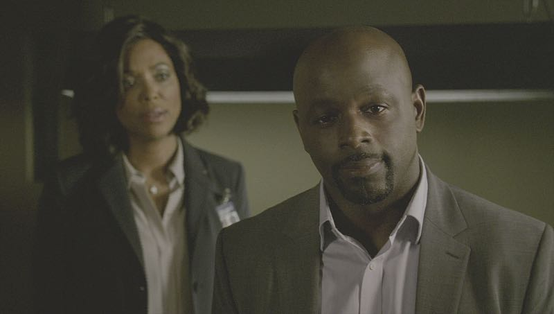 """""""Mirror Image"""" -- The BAU team opens an investigation when a man who fully believes he's Dr. Tara Lewis' (Aisha Tyler) brother arrives in town, knowing everything about her and her family, and she is unable to make contact with her real sibling, on CRIMINAL MINDS, Wednesday, Nov. 30 (9:00-10:00 PM, ET/PT), on the CBS Television Network. Series star Joe Mantegna directed the episode. Pictured: Aisha Tyler (Dr. Tara Lewis), Alimi Ballard (Desmond Holt) Photo: CBS ©2016 CBS Broadcasting, Inc. All Rights Reserved"""