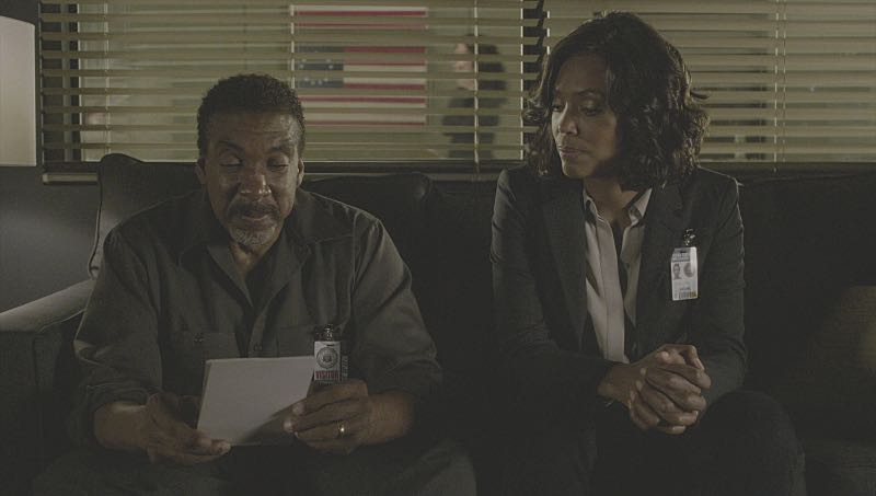 """""""Mirror Image"""" -- The BAU team opens an investigation when a man who fully believes he's Dr. Tara Lewis' (Aisha Tyler) brother arrives in town, knowing everything about her and her family, and she is unable to make contact with her real sibling, on CRIMINAL MINDS, Wednesday, Nov. 30 (9:00-10:00 PM, ET/PT), on the CBS Television Network. Series star Joe Mantegna directed the episode. Pictured: Stan Shaw (Albert Lewis), Aisha Tyler (Dr. Tara Lewis) Photo: CBS ©2016 CBS Broadcasting, Inc. All Rights Reserved"""
