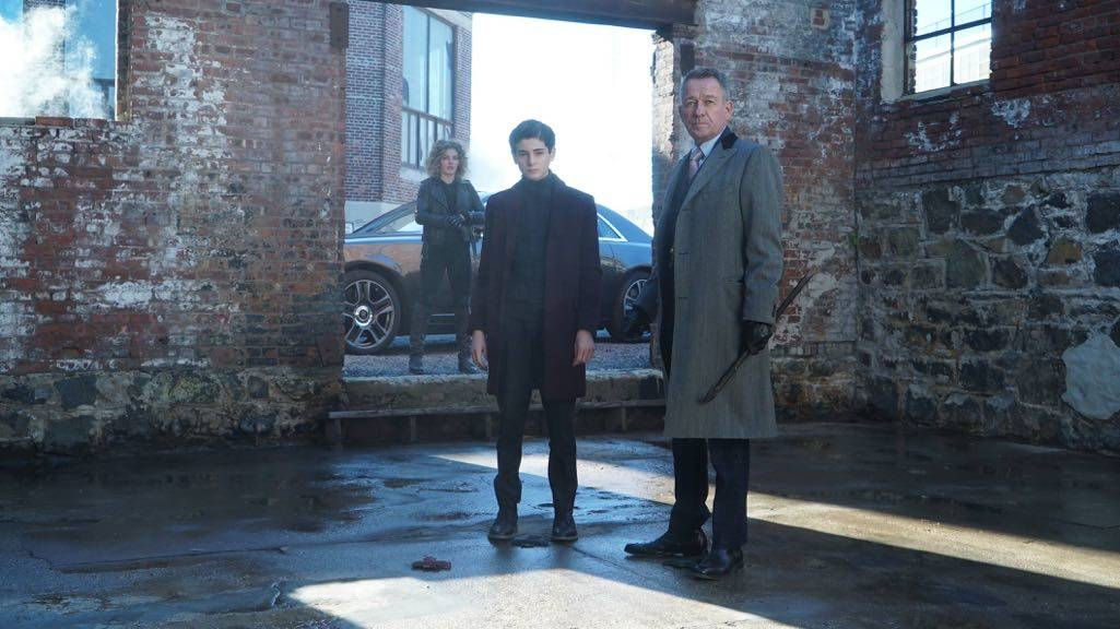 "GOTHAM: L-R: Camren Bicondova, David Mazouz and Sean Pertwee in the ""Mad City: Time Bomb"" episode of GOTHAM airing Monday, Nov. 21 (8:00-9:01 PM ET/PT) on FOX. Cr: FOX."