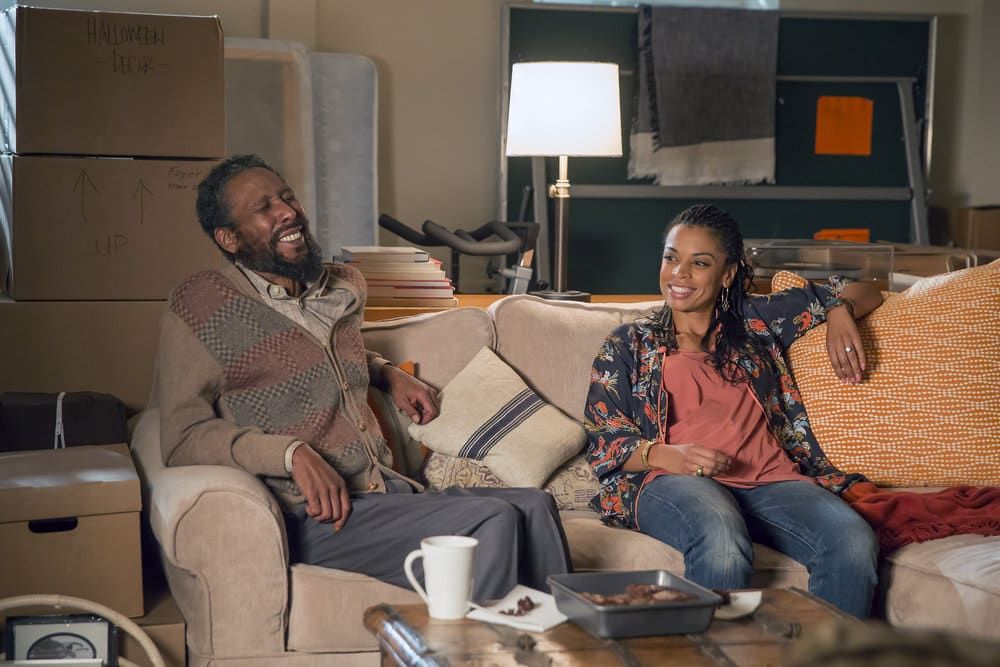 "THIS IS US -- ""The Best Washing Machine in the Whole World "" Episode 107 -- Pictured: (l-r) Ron Cephas Jones as William, Susan Kelechi Watson as Beth -- (Photo by: Ron Batzdorff/NBC)"