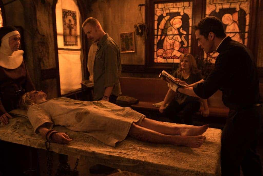 """THE EXORCIST: L-R: Guest star Deanna Dunagan, Hannah Kasulka, Ben Daniels, Geena Davis and Alfonso Herrera in the """"Chapter Nine: 162"""" episode of THE EXORCIST airing Friday, Dec. 9 (9:01-10:00 PM ET/PT) on FOX. ©2016 Fox Broadcasting Co. Cr: Jean Whiteside/FOX"""