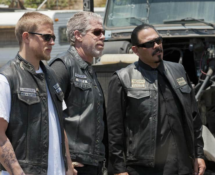 SONS OF ANARCHY: L-R: Charlie Hunnam, Ron Perlman and Emillio Riveraon SONS OF ANARCHY airing Tuesday, September 13, 10pm e/p on FX. CR: Prashant Gupta / FX