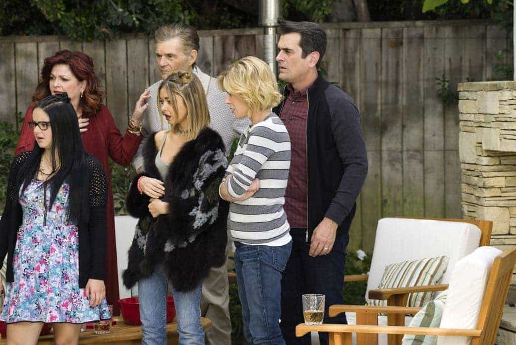 modern family season 8 episode 10 photos ringmaster keifth