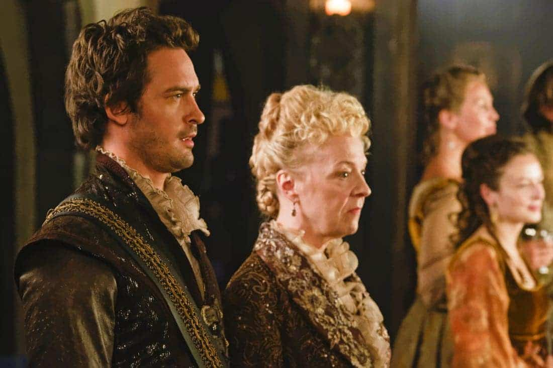 """Reign -- """"Leaps of Faith"""" -- Image Number: RE403a_0280.jpg -- Pictured (L-R) Will Kemp as Lord Darnley and Nola Augustson as Lady Lennox -- Photo: Ben Mark Holzberg/The CW -- © 2017 The CW Network, LLC. All Rights Reserved"""