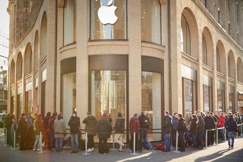 Apple restored the historic facade at Apple Schildergasse in Cologne.