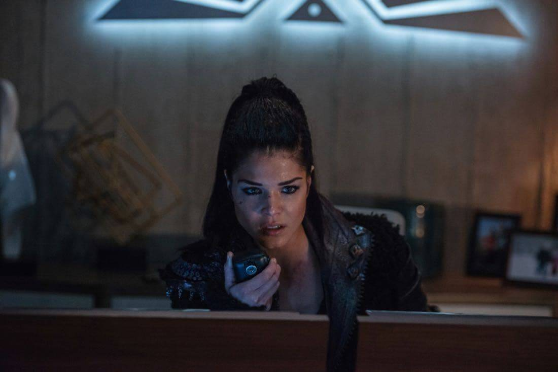 "The 100 -- ""Praimfaya"" -- Image HU413a_0245 -- Pictured: Marie Avgeropoulos as Octavia -- Credit: Diyah Pera/The CW -- © 2017 The CW Network, LLC. All Rights Reserved"