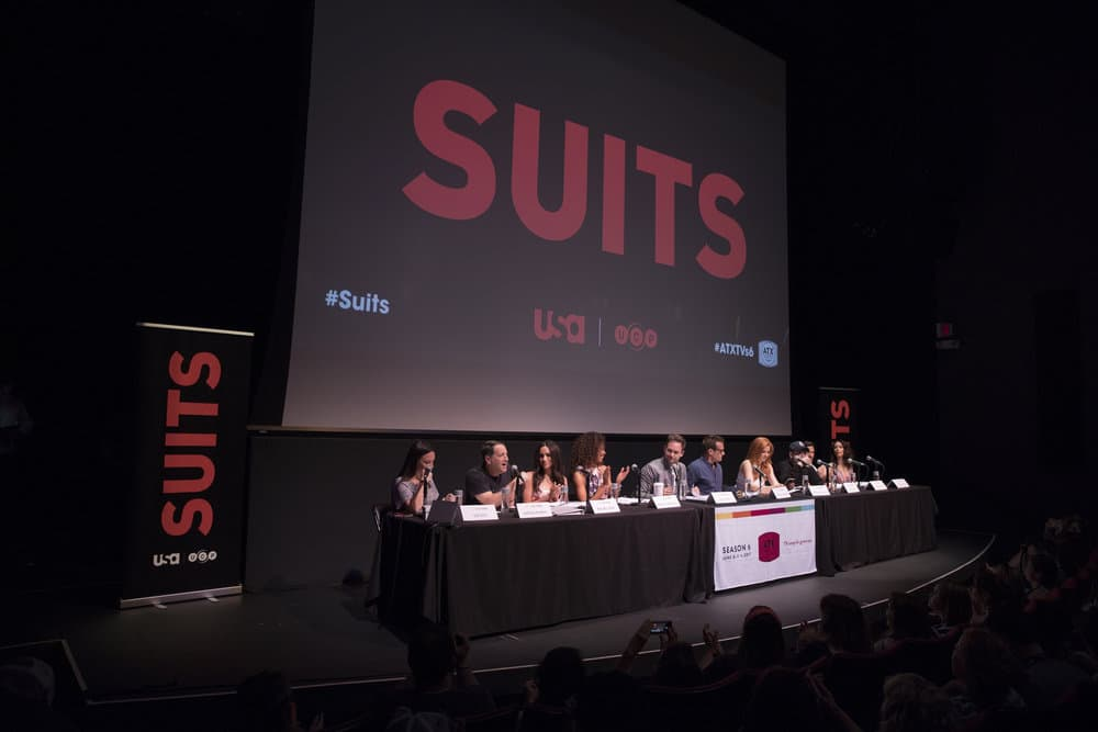SUITS -- Script Reading Presented by USA Network -- Pictured: (l-r) Robyn Ross of Entertainment Weekly, Aaron Korsh, Meghan Markle, Gina Torres, Patrick J. Adams, Gabriel Macht, Sarah Rafferty, Rick Hoffman, Nick Wechsler, Abigail Spencer -- (Photo by: Rick Kern/USA Network)