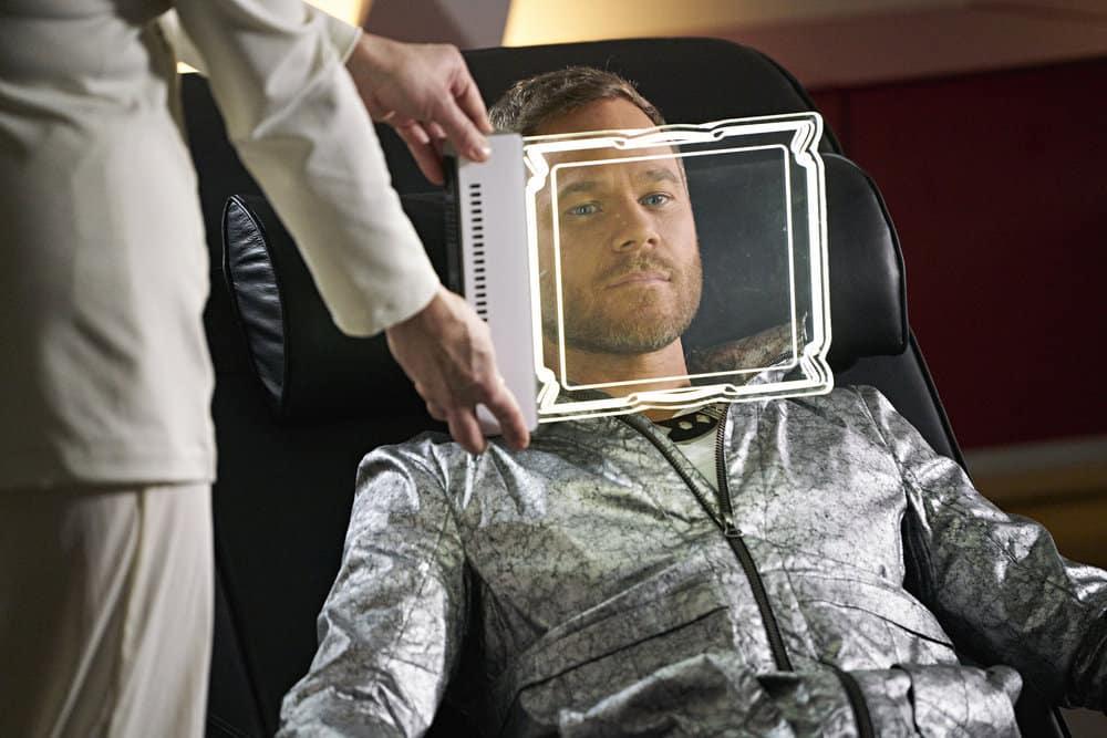"""KILLJOYS -- """"A Skinner, Darkley"""" Episode 302 -- Pictured: Aaron Ashmore as John"""