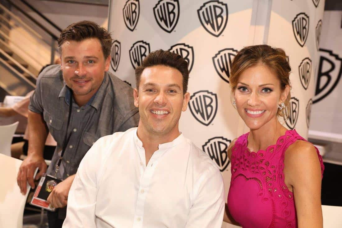Series stars Tom Welling (left), Kevin Alejandro, and Tricia Helfer take on Comic-Con 2017 at the Warner Bros. booth on Saturday, July 22. #WBSDCC (© 2017 WBEI. All Rights Reserved)