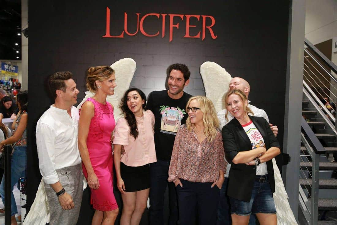The cast of LUCIFER found their wings at the Warner Bros. booth at Comic-Con 2017 on Saturday, July 22. #WBSDCC (© 2017 WBEI. All Rights Reserved)