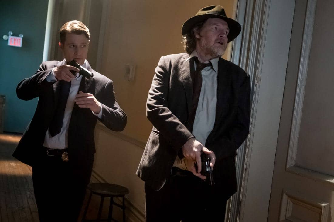 "GOTHAM: L-R: Ben McKenzie and Donal Logue in the ""Pax Penguina"" season premiere episode of GOTHAM airing Thursday, Sept. 21 (8:00-9:01 PM ET/PT) on FOX. ©2017 Fox Broadcasting Co. Cr: Jeff Neumann/FOX."