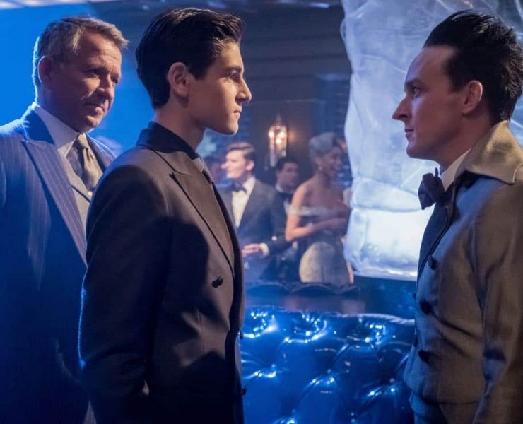 "GOTHAM: L-R: Sean Pertwee, David Mazouz and Robin Lord Taylor in the ""Pax Penguina"" season premiere episode of GOTHAM airing Thursday, Sept. 21 (8:00-9:01 PM ET/PT) on FOX. ©2017 Fox Broadcasting Co. Cr: Jeff Neumann/FOX."