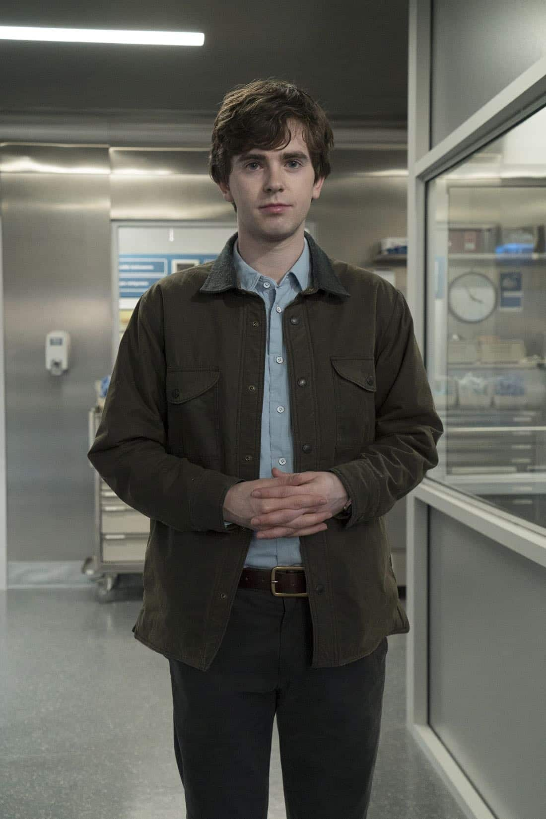 """THE GOOD DOCTOR - """"PILOT - Burnt Food"""" - Dr. Shaun Murphy (Freddie Highmore), a young surgeon with autism and savant syndrome, relocates from a quiet country life to join the prestigious St. Bonaventure hospital's surgical unit. Alone in the world and unable to personally connect with those around him, his only advocate, Dr. Aaron Glassman (Richard Schiff), challenges the skepticism and prejudices of the hospital's board and staff when he brings him in to join the team. Shaun will need to work harder than he ever has before, as he navigates his new environment and relationships to prove to his colleagues that his extraordinary medical gifts will save lives. The highly anticipated series premiere of """"The Good Doctor"""" airs MONDAY, SEPTEMBER 25 (10:01-11:00 p.m. EDT), on The ABC Television Network. (ABC/Liane Hentscher)"""
