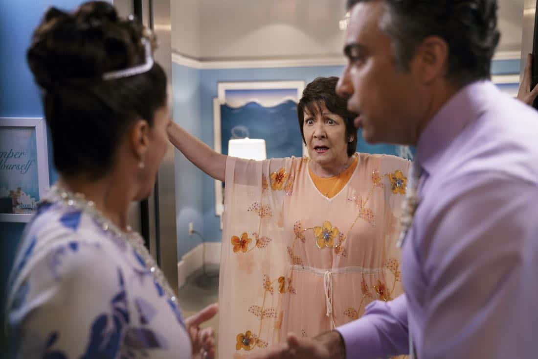 "Jane The Virgin -- ""Chapter Sixty-Five"" -- Image Number: JAV401a_0038.jpg -- Pictured (L-R): Andrea Navedo as Xo, Ivonne Coll as Alba and Jaime Camil as Rogelio -- Photo: Michael Desmond/The CW -- © 2017 The CW Network, LLC. All Rights Reserved."