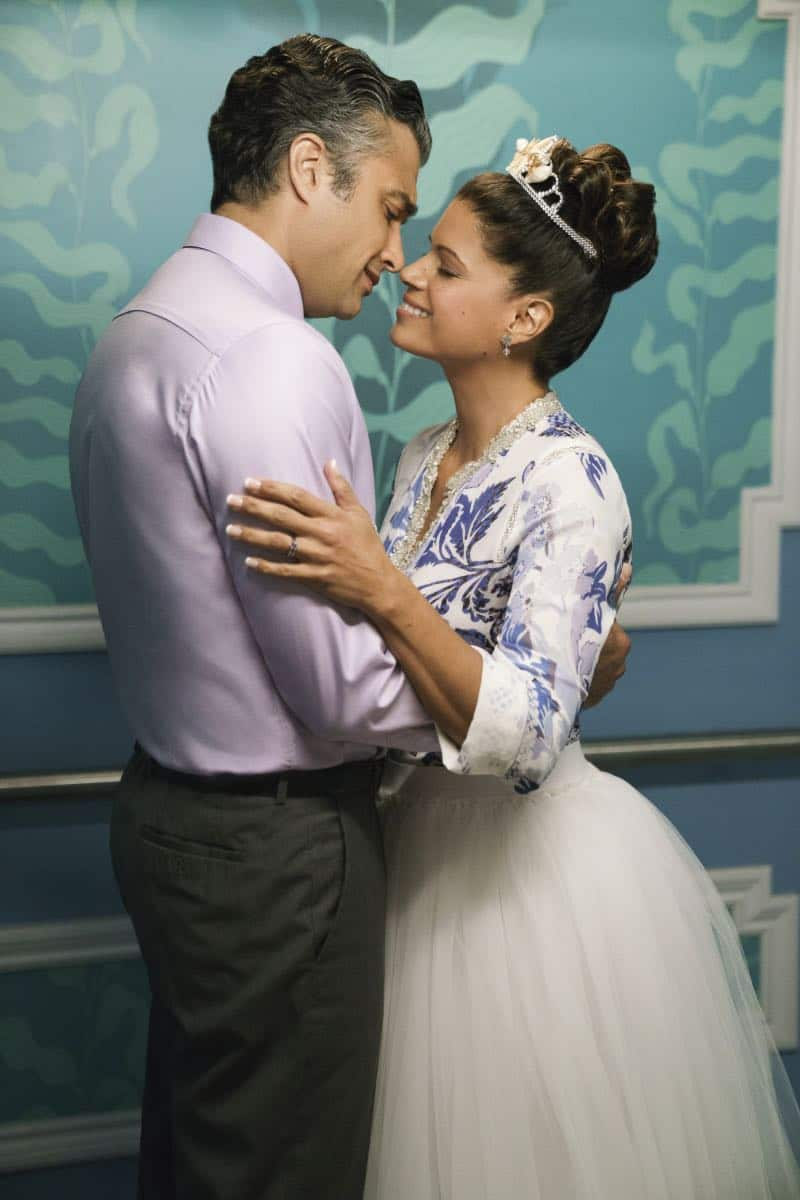 "Jane The Virgin -- ""Chapter Sixty-Five"" -- Image Number: JAV401a_0111.jpg -- Pictured (L-R): Jaime Camil as Rogelio and Andrea Navedo as Xo -- Photo: Michael Desmond/The CW -- © 2017 The CW Network, LLC. All Rights Reserved."