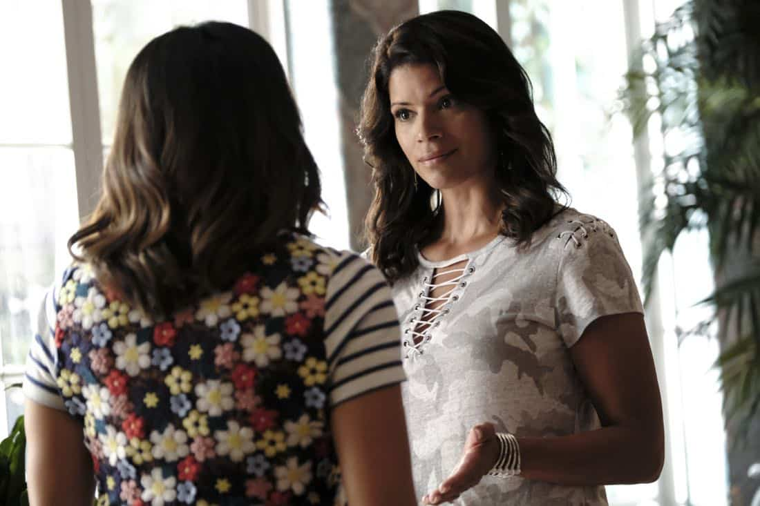 "Jane The Virgin -- ""Chapter Sixty-Five"" -- Image Number: JAV401b_0100.jpg -- Pictured (L-R): Gina Rodriguez as Jane and Andrea Navedo as Xo -- Photo: Eddy Chen/The CW -- © 2017 The CW Network, LLC. All Rights Reserved."
