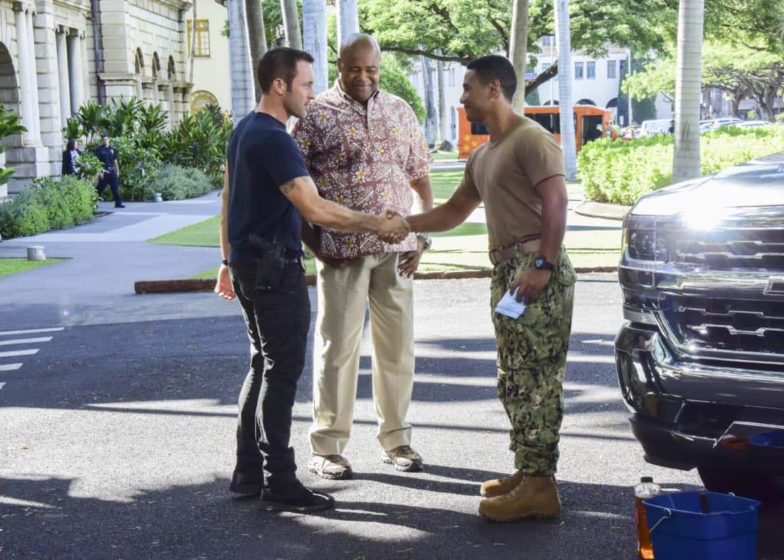 Hawaii Five 0 Alex O'Loughlin as Steve McGarrett Chi McBride as Lou Grover and Beulah Koale as Junior Reigns