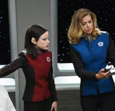 """THE ORVILLE: L-R: Halston Sage and Adrianne Palicki in the """"Pria"""" episode of THE ORVILLE airing Thursday, Oct. 5 (9:01-10:00 PM ET/PT) on FOX. ©2017 Fox Broadcasting Co. Cr: Michael Becker/FOX"""