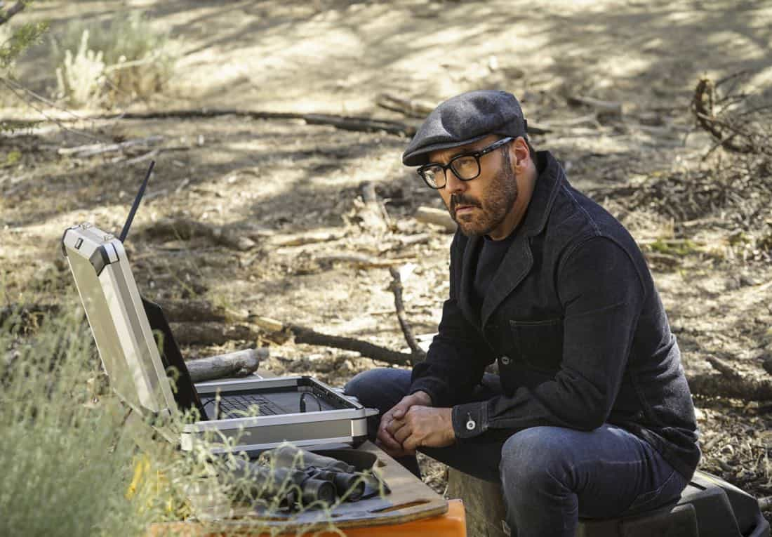 """In The Wild"" -- Pictured: Jeremy Piven as Jeffrey Tanner. A user of Sophe, the cutting-edge crowdsourcing platform, uploads new footage of Jeffrey Tanner's daughter, Mia, being strong-armed by an unknown man five months prior to her murder. Also, Tanner enlists Sophe to help with Cavanaugh's case of a missing teenager, on WISDOM OF THE CROWD, Sunday, Oct. 8 (8:00-9:00 PM, ET/PT), on the CBS Television Network. Photo: Monty Brinton/CBS ©2017 CBS Broadcasting, Inc. All Rights Reserved."