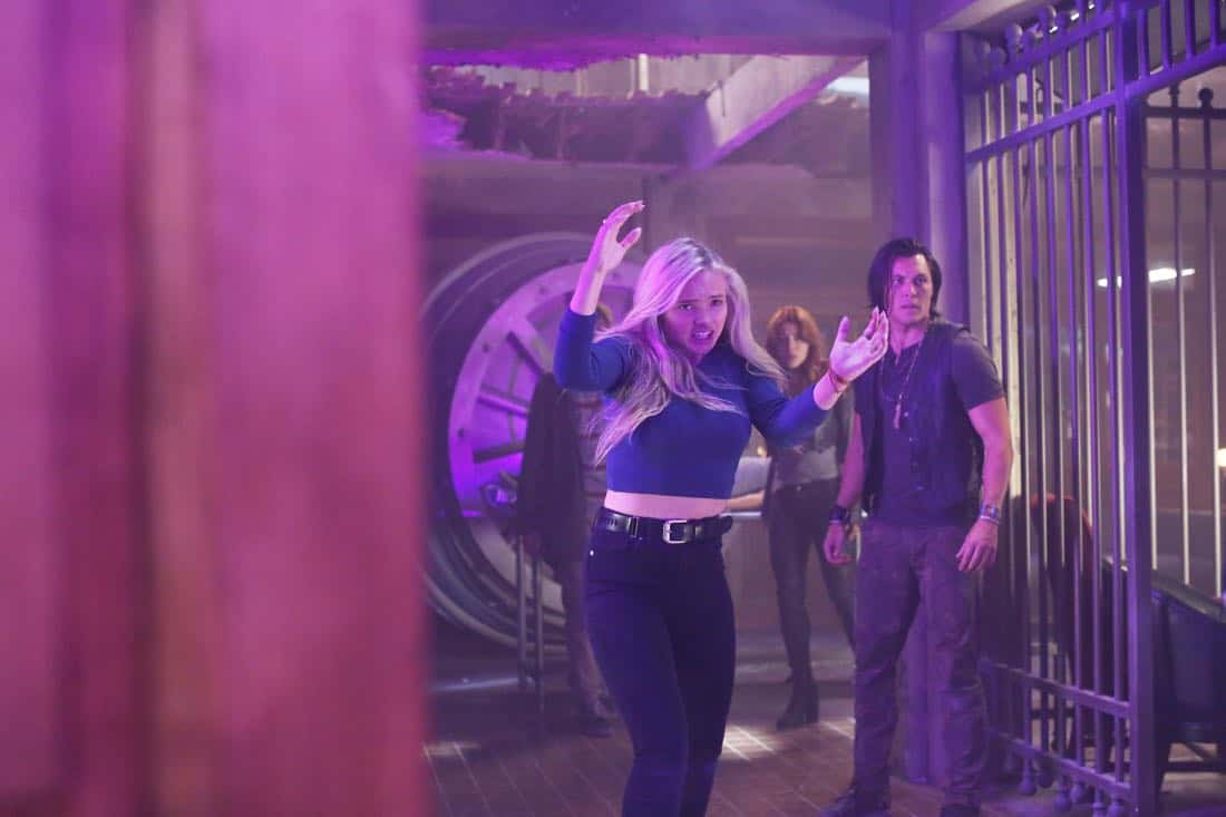 """THE GIFTED:  L-R:  Natalie Alyn Lind, guest star Elaine Satine, and Blair Redford in the """"A New World"""" episode of THE GIFTED airing Monday, Oct. 9 (9:00-10:00 PM ET/PT) on FOX.  ©2017 Fox Broadcasting Co.  Cr:  Eliza Morse/FOX"""