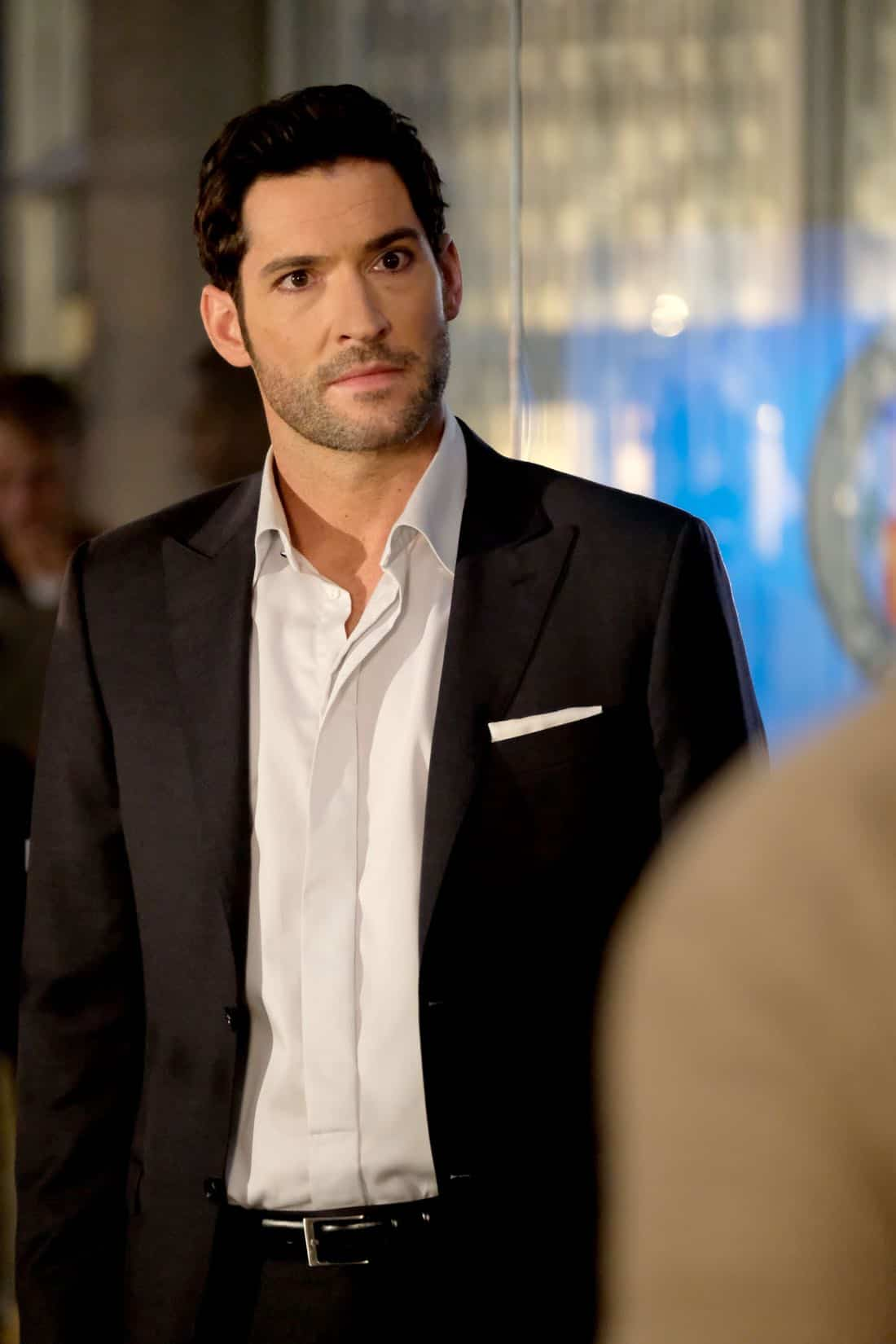 """LUCIFER: Tom Ellis in the """"They???re Back, Aren???t They?"""" Season Three premiere episode of LUCIFER airing Monday, Oct. 2 (8:00-9:00 PM ET/PT) on FOX.  ©2017 Fox Broadcasting Co. Cr: FOX."""