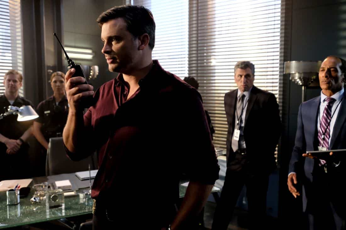 """LUCIFER: Tom Welling in the """"They???re Back, Aren???t They?"""" Season Three premiere episode of LUCIFER airing Monday, Oct. 2 (8:00-9:00 PM ET/PT) on FOX.  ©2017 Fox Broadcasting Co. Cr: FOX."""