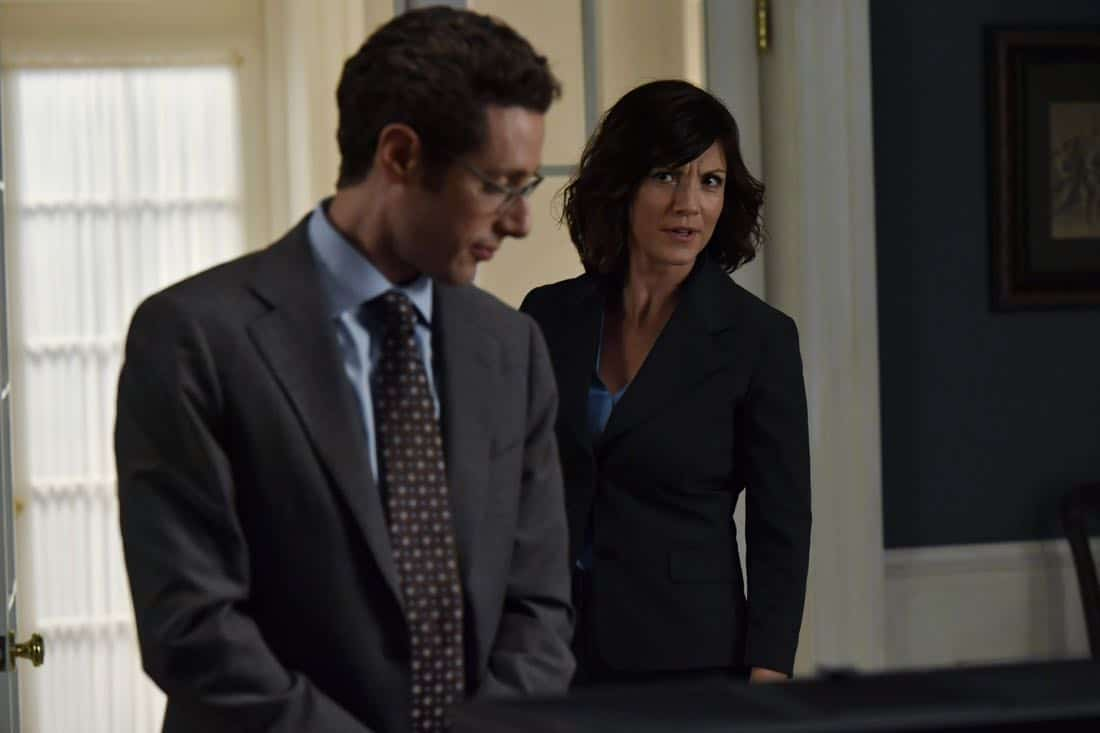 "DESIGNATED SURVIVOR- ""Outbreak"" – President Kirkman is faced with a viral pandemic that threatens to kill countless Americans while FBI Agent Hannah Wells and M16 Agent Damian Rennett discover evidence that could change the lives of members of the first family forever, on ""Designated Survivor,"" airing WEDNESDAY, OCTOBER 11 (10:00-11:00 p.m. EDT). (ABC/Ben Mark Holzberg) PAULO COSTANZO, ZOE MCLELLAN"