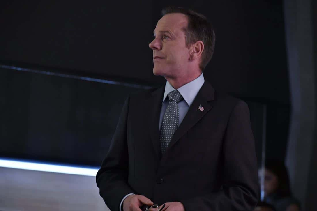 "DESIGNATED SURVIVOR- ""Outbreak"" – President Kirkman is faced with a viral pandemic that threatens to kill countless Americans while FBI Agent Hannah Wells and M16 Agent Damian Rennett discover evidence that could change the lives of members of the first family forever, on ""Designated Survivor,"" airing WEDNESDAY, OCTOBER 11 (10:00-11:00 p.m. EDT). (ABC/Ben Mark Holzberg) KIEFER SUTHERLAND"