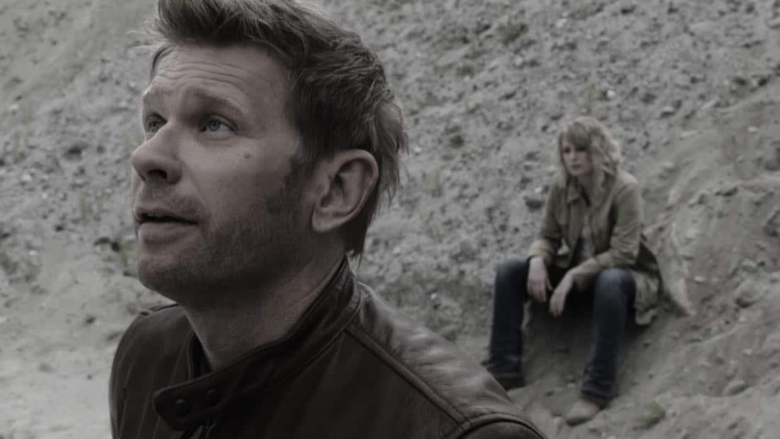 "Supernatural -- ""The Rising Son""  -- Image Number: SN1302a_0002.jpg -- Pictured (L-R): Mark Pellegrino as Lucifer and Samantha Smith as Mary Winchester -- Photo: The CW -- © 2017 The CW Network, LLC All Rights Reserved."